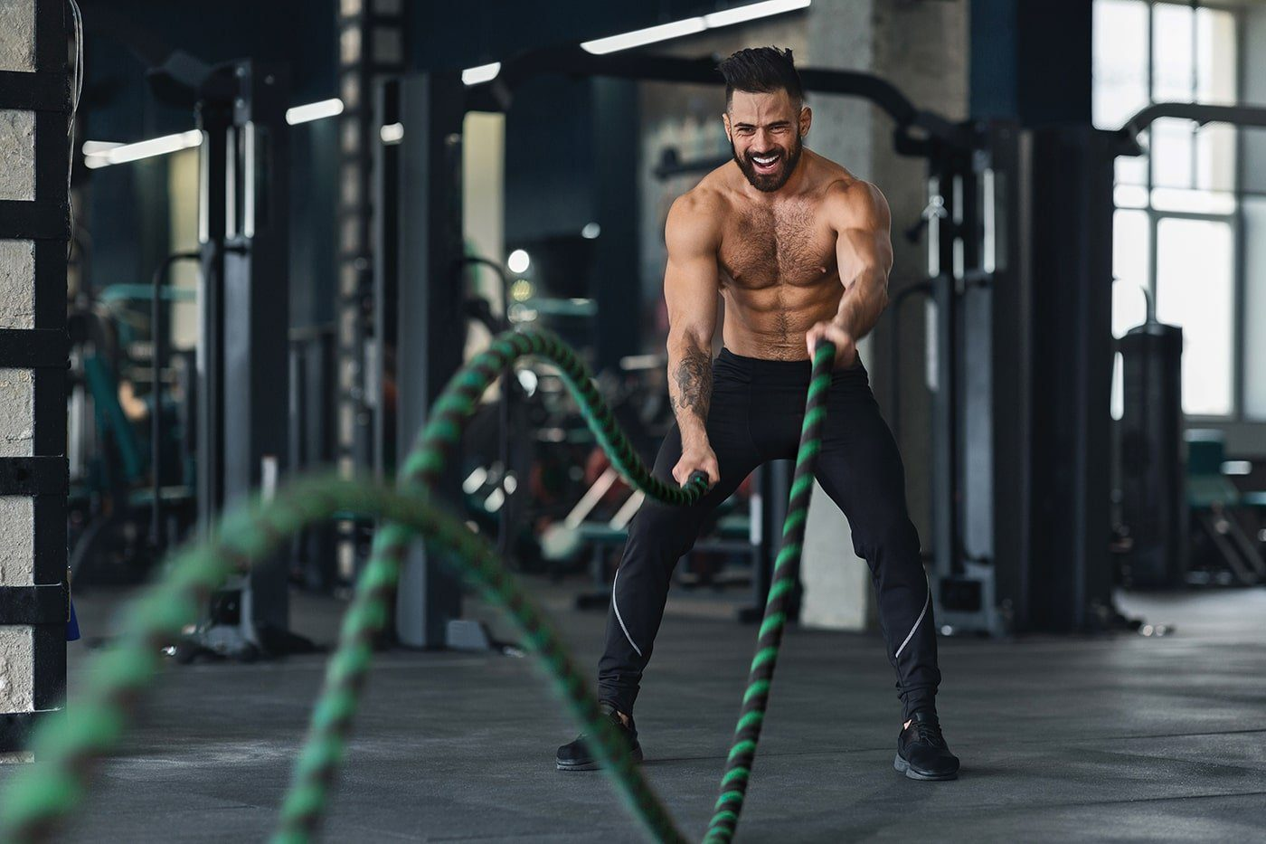 naked-muscular-man-exercising-with-battle-ropes-9G6Q3PV-min.jpg